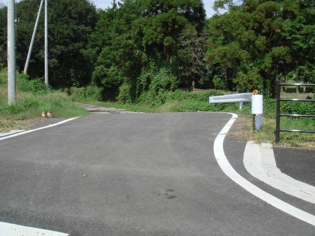 この道路も未完成でそのまま