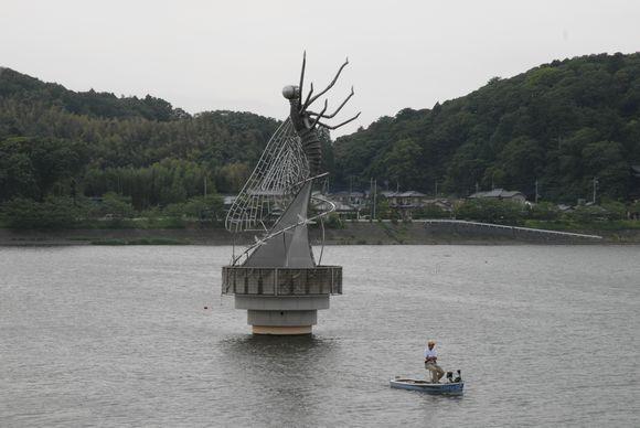 水と彫刻の丘